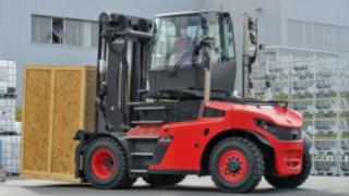 Stortruck med vridbar hytt förenklar backning med höga laster och ökar produktiviteten.