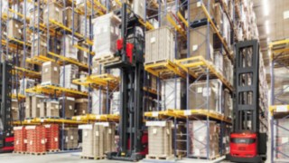 The K combination truck from Linde Material Handling used in conjunction with warehouse navigation in the high rack warehouse