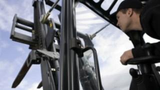 Servicetekniker utför gaffeltest.