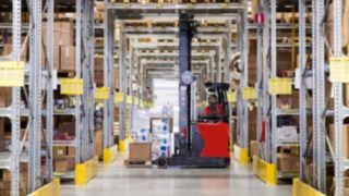 Company_Teknikmagasinet-warehouse-reach_stacker-001