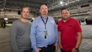 Från vänster: Jonas Messing, Linde, Magnus Nässén, venue manager, Mikael Olsson, Linde.