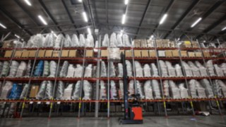 warehouse-pallets-reach_stack-DMC-3851